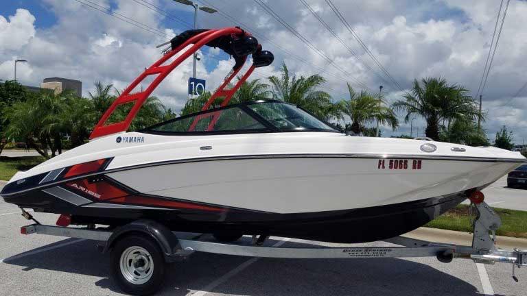 20 ft. Bowrider Yamaha Jetboot